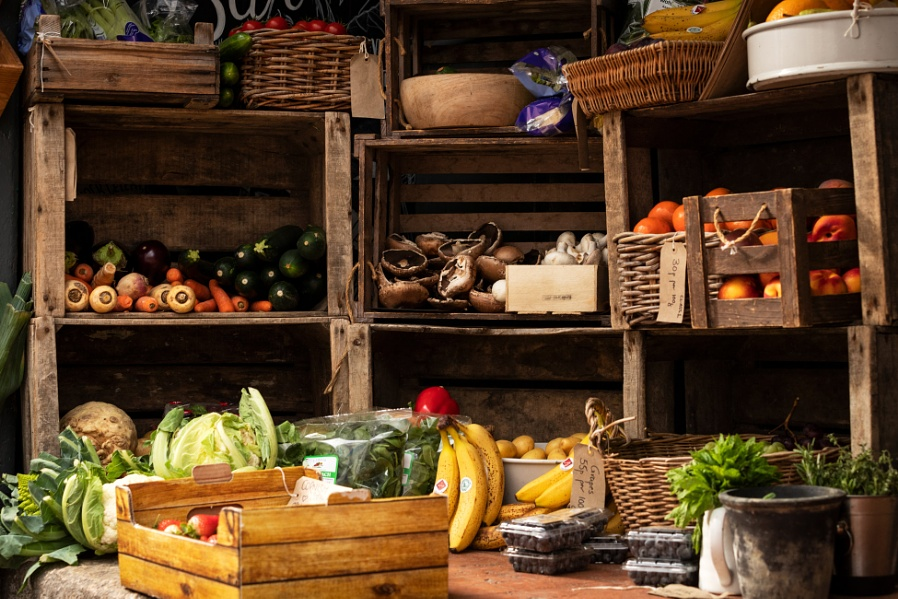 Get your fresh veg here, luv!