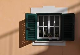 Portuguese shadows...