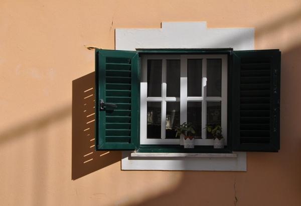 Portuguese shadows... by Chinga