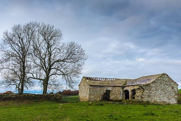 Derelict Farm Building by mbradley