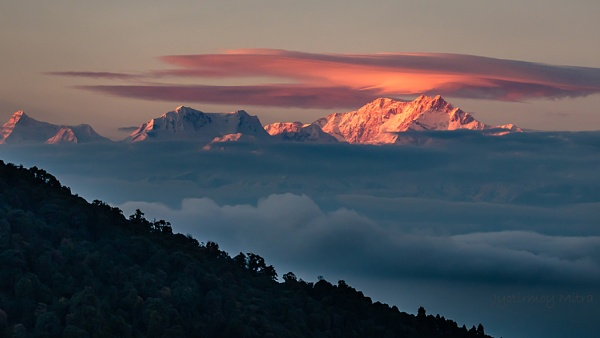Sunset over Kanchenjunga by jyotirmoy