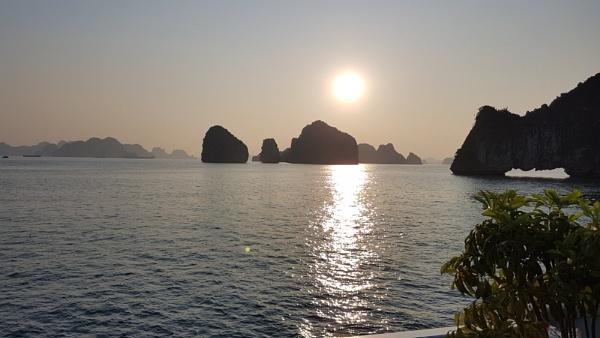 Halong Bay sunrise by davek