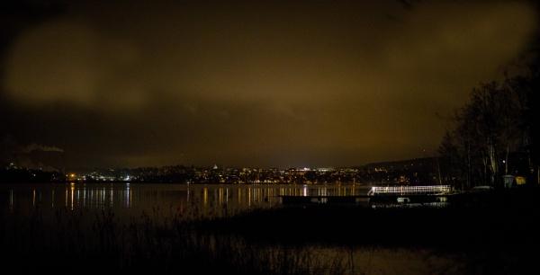 City lights. by kuvailija