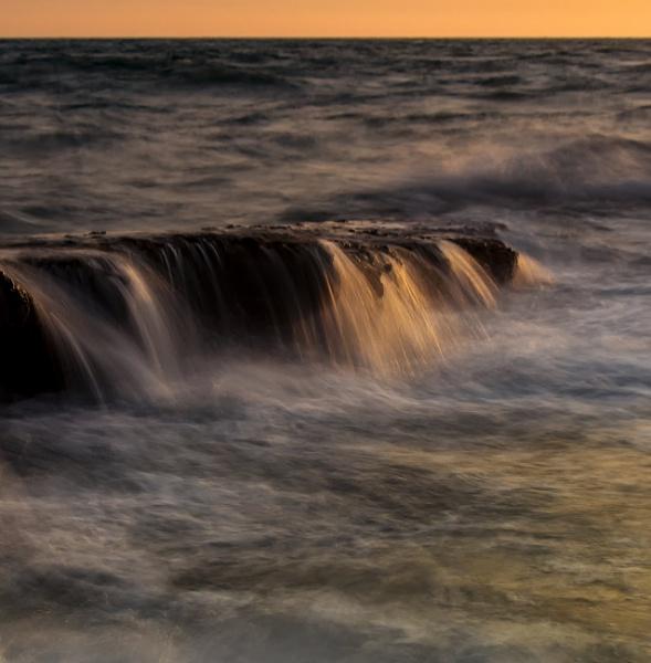 Waves across the rocks by happysnapper