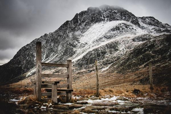 The gate to Ogwen by soulsharer