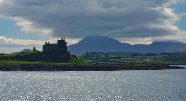 Duart Castle by silverscot