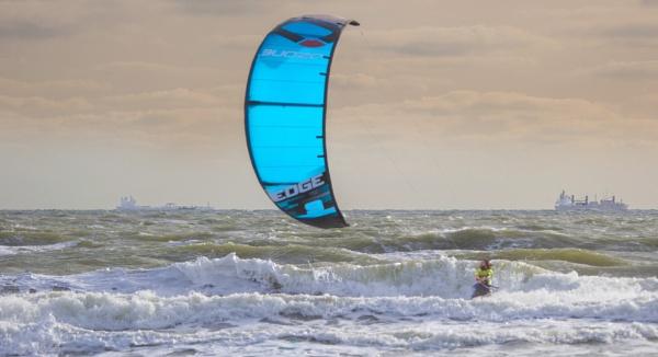 Kiting by sandwedge
