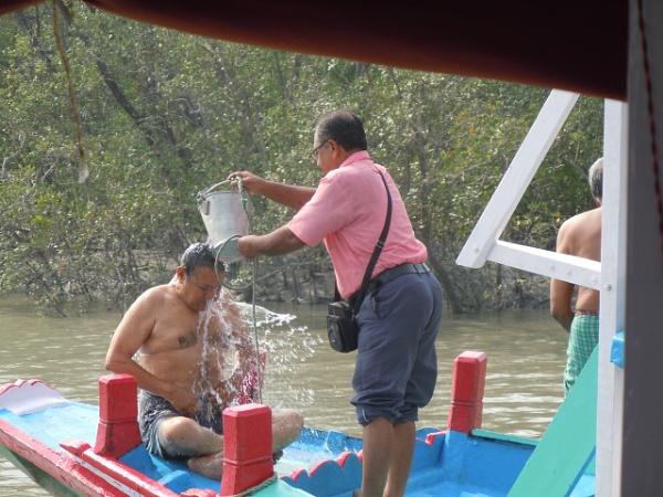 Bathing in Sundarbon style by prabhusinha