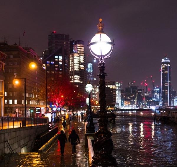 London on a rainy night by cfreeman