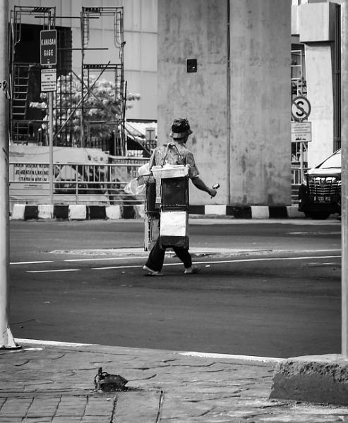 Seorang Pedagang Pikulan by Von_Herman