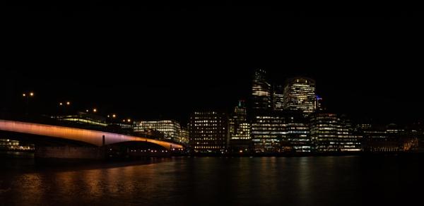 London Bridge Night pano by iNKFIEND