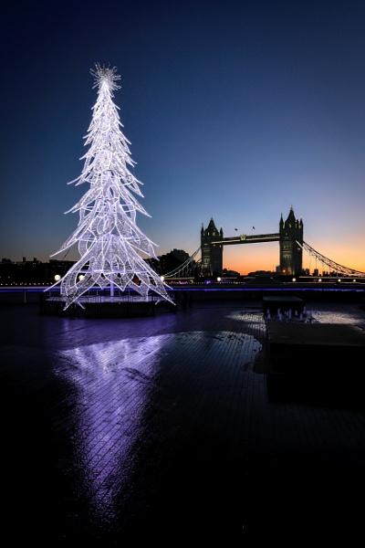 Christmas Tree - More London by Jasper87