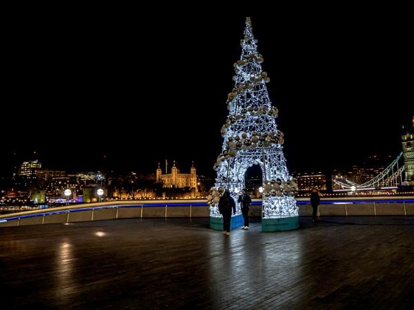 City Hall Tree - Colour by AgeingDJ