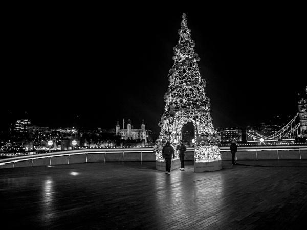 City Hall Tree - Mono by AgeingDJ
