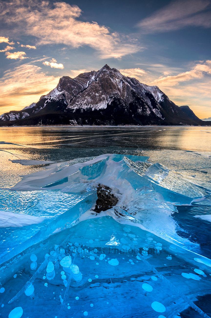 Ice eruption