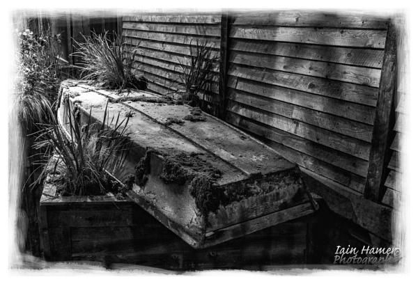 Mouldy old boat by IainHamer