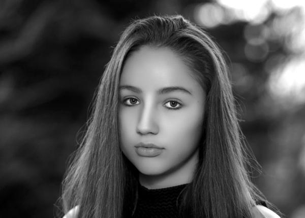 Nina - student actor headshot by nellacphoto