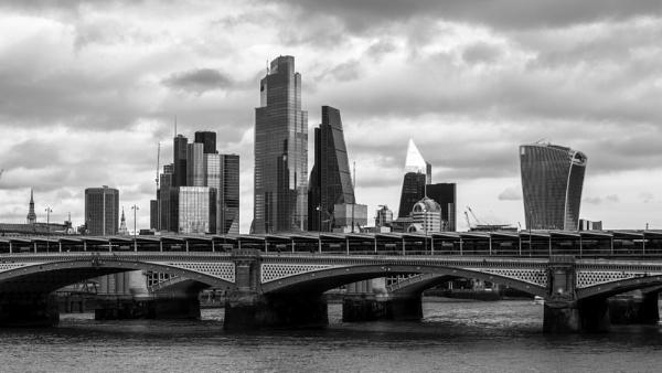 London Beat by adamsa