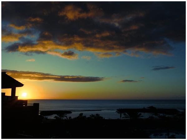 Sunrise by DaveRyder