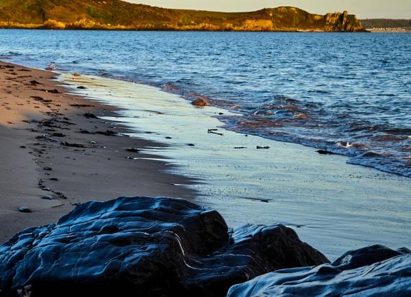 Warm beach - early morning by Meditator