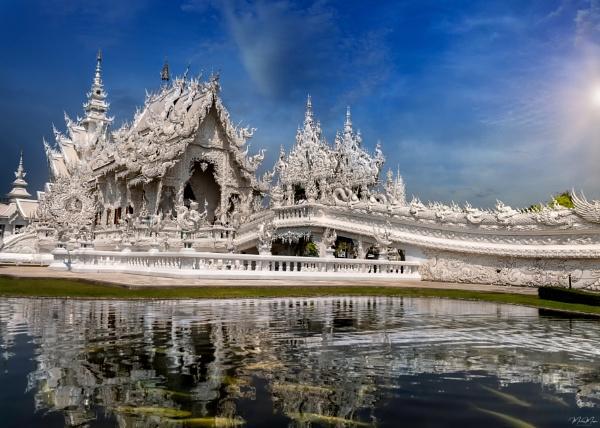 Wat Rong Khun by DiazSprite