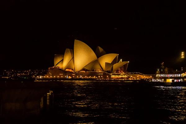 Sydney Opera House. by terra