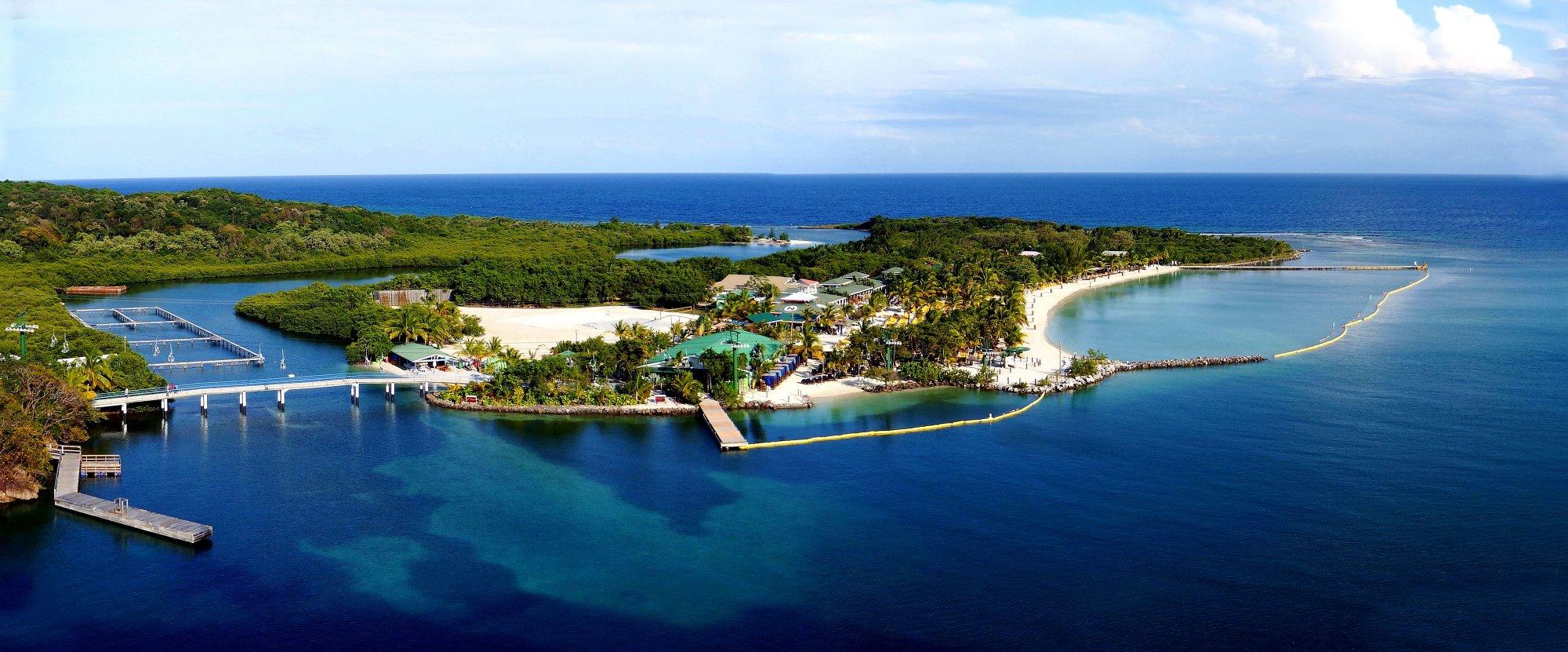 Mahogany Bay, Roatan Island, Honduras. Panorama. Fuji Finepix XP 200.DSCF_6481-6483.