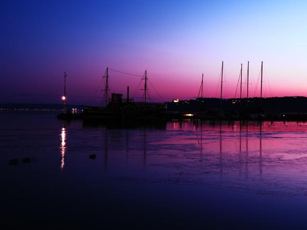 A fagyos Balaton by wacrizphoto