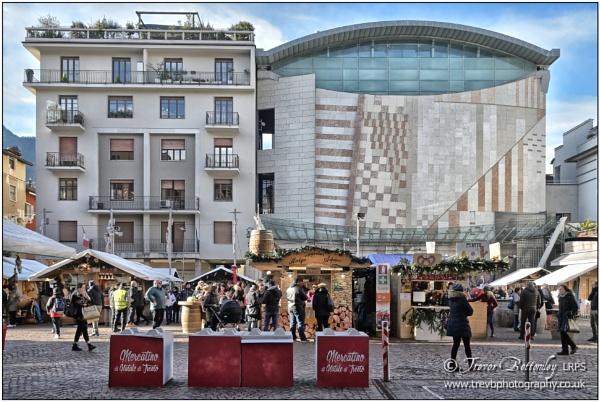 Piazza Cesare Battisti by TrevBatWCC