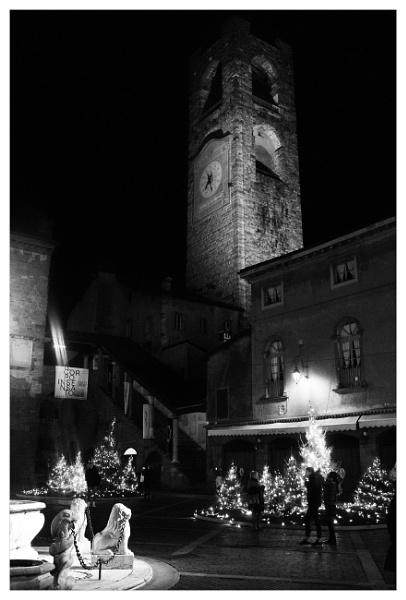 Piazza Vecchia by bliba
