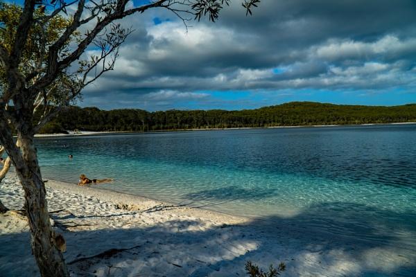 Lake Mckenzie (Boorangoora) by terra