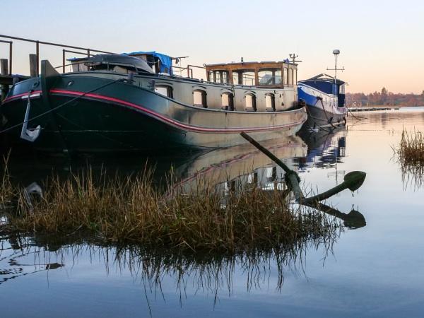 Houseboat at Pin Mill by CarolF