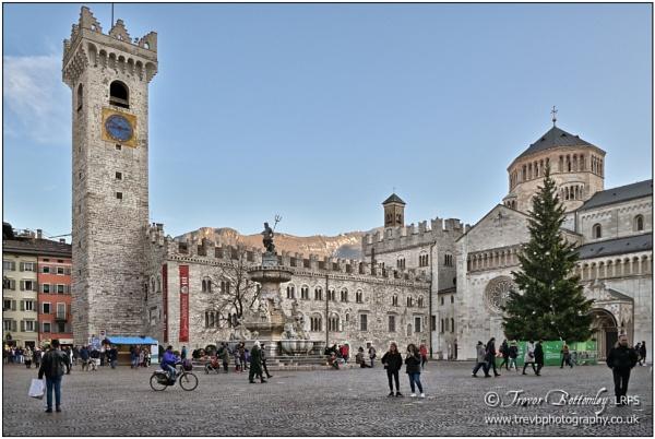 Piazza Duomo by TrevBatWCC