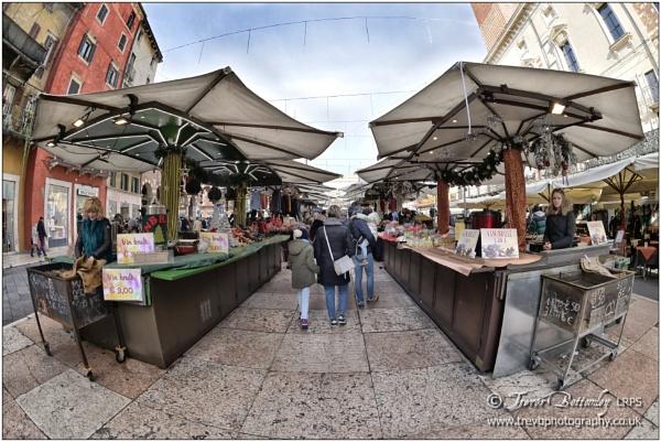 Piazza Erbe by TrevBatWCC