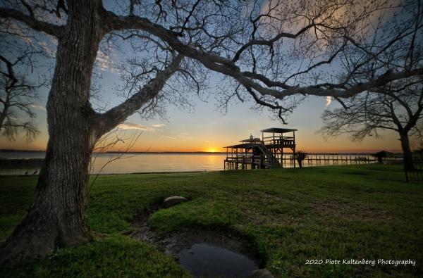 Winter Sunset at Lake Houston, Texas by PetesPix