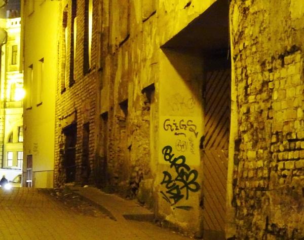 Brick wall by Kabrielle