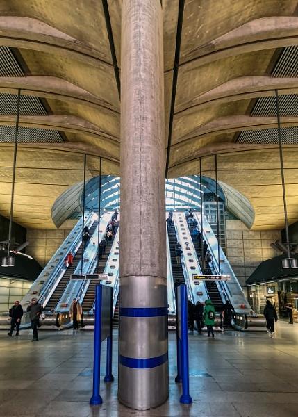 Canary Wharf Underground Station by StevenBest