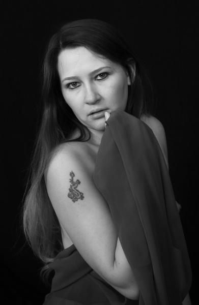 Girl with a dragon tattoo. by shishidog