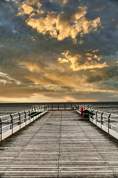 End of the pier by alandeja