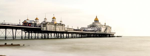 Eastbourne pier by bluetitblue