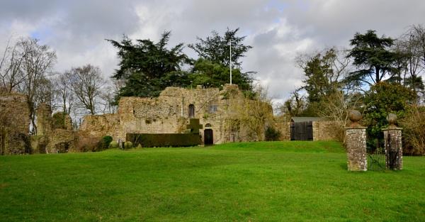 Usk Castle by jb_127