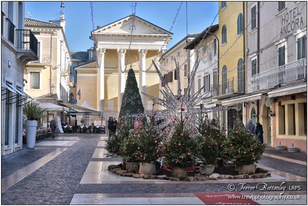 Bardolino town centre by TrevBatWCC
