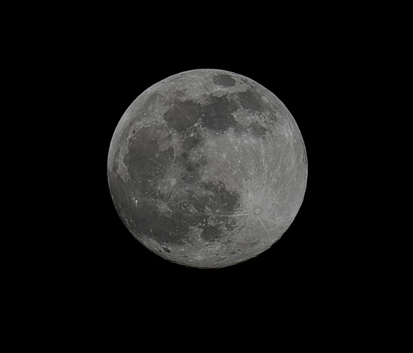 Full Moon by 64Peteschoice