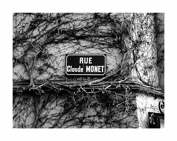 Rue Claude Monet by Lontano