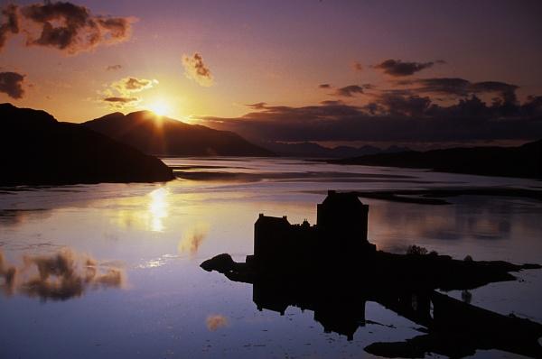 Eilean Donan castle, Highland by trailguru