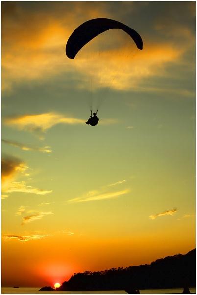 Evening paragliding. by danbrann