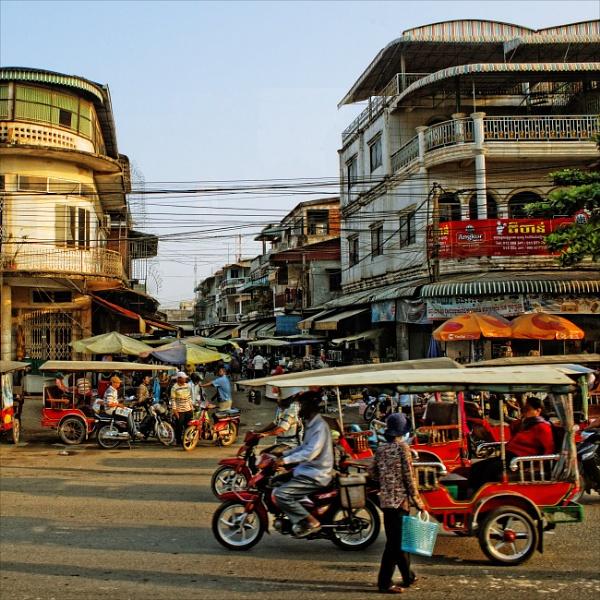 streets of Phnom Penh by papajedi