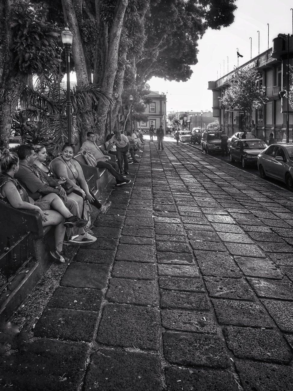 Las Gente en el Parque Central Alajuela