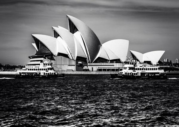 Sydney Opera House by bobbyl