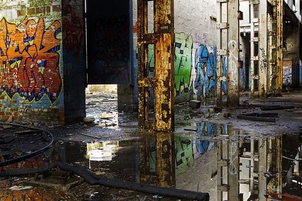 Derelict Graffiti by hibbz
